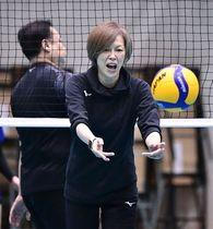 2月の合宿で選手に指示を出すバレーボール女子日本代表の中田監督