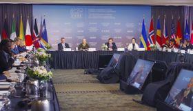 海のプラスチックごみ汚染対策を協議するG7環境・海洋・エネルギー相会合=20日、カナダ・ハリファクス(共同)