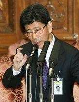 昨年3月、参院予算委で答弁する佐川宣寿氏