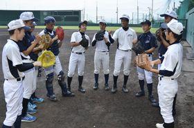 急きょ借りた安芸球場での練習に臨む安芸高野球部員