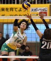 群馬銀行グリーンウイングス―GSS東京サンビームズ 第1セット、群銀の浜辺が移動攻撃を決める=伊勢崎市民体育館
