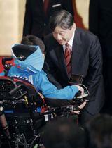 全国障害者スポーツ大会に出場する福井県選手団の激励会に参加し、声を掛けられる皇太子さま=12日午後、福井市