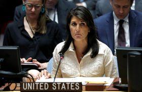 国連安全保障理事会の会合で演説するヘイリー米国連大使=15日、ニューヨーク(ゲッティ=共同)