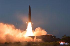 北朝鮮が7月25日に発射した「新型戦術誘導兵器」(朝鮮中央通信=共同)