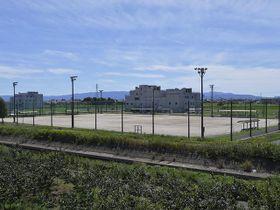芝生化の方針が固まった岐阜市北西部運動公園のBグラウンド=17日午後、同市曽我屋