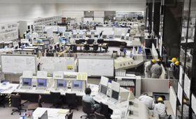日本原燃が公開した、使用済み核燃料再処理工場の中央制御室=10日午後、青森県六ケ所村