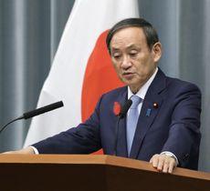 記者会見する菅官房長官=15日午前、首相官邸