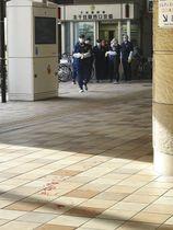 北千住駅西口の女性が刺された現場付近=12日午後、東京都足立区