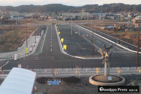アリーナ整備が計画されている「集」ゾーンは、八戸駅から北西方向に延びるシンボルロード(整備中)の突き当たりに位置する。駅からの距離は約200メートル