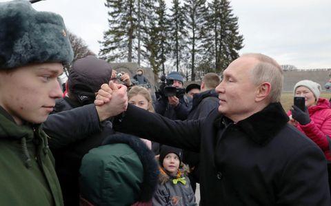 プーチン氏、24年退任を示唆