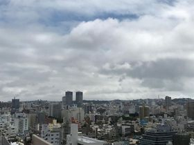 夏のような暑さでした。22日も雲が多い天気です