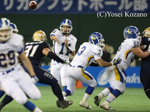 攻撃の鍵を握る関学大QB斎藤=撮影:Yosei Kozano