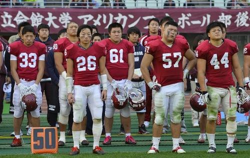 関学大に敗れた立命大の選手ら=11月24日、長居陸上競技場