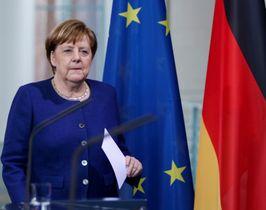 13日、ベルリンで記者会見に臨むドイツのメルケル首相(ゲッティ=共同)