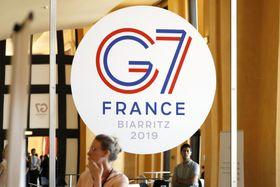 G7サミットの開始を待つ報道陣ら=24日、フランス南西部のビアリッツ(共同)