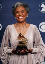 ナンシー・ウィルソンさん=2007年2月、米ロサンゼルス(ロイター=共同)