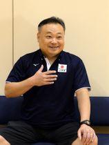 バレーボール女子のUー20(20歳以下)日本代表を率いる相原昇監督