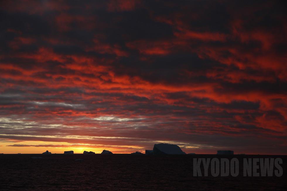 日没の時刻は午後8時頃。昭和基地での太陽が沈まない日々が懐かしい。