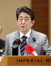 日本商工会議所の会合であいさつをする安倍首相=20日午後、東京都内のホテル