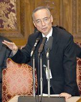 参院予算委で答弁する財務省の太田充理財局長=16日午後