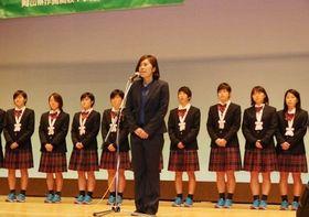 応援への感謝を述べる作陽女子サッカー部の池田監督