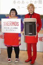 イベントに登場した「メイプル超合金」の安藤なつ(左)とカズレーザー=7日、東京都内