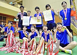 女子団体・ふたば未来4連覇 インターハイ・バドミントン