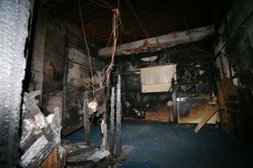 グループホーム「ベルハウス東山手」の火災で火元になった2階の部屋。中央に置いていた加湿器から出火した可能性が高いとみられる=2013年10月3日、長崎市東山手町
