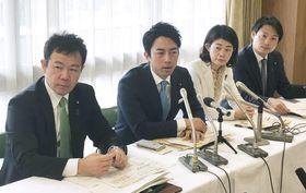 妊婦加算の見直しを求めた自民党の小泉進次郎厚生労働部会長(左から2人目)=13日午前、東京・永田町の党本部