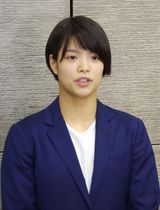 柔道のグランプリ・フフホト大会で優勝し、帰国した阿部詩=27日、成田空港