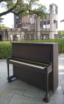 河本明子さんの遺品のピアノ=広島市(HOPEプロジェクト提供)