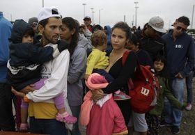ベネズエラ人、混乱続きで難民化...