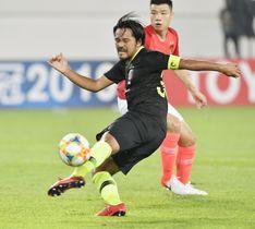 浦和―広州恒大 前半、ゴールを狙う浦和・興梠=広州(共同)