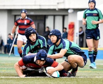関学-熊野 前半、中央にトライを決める関学のSO高見