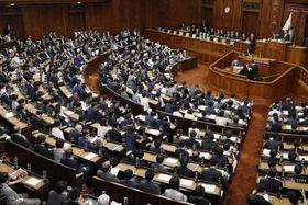 「読書バリアフリー法」を全会一致で可決、成立した衆院本会議=21日午後