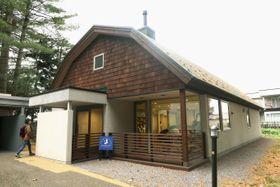 リニューアルオープンした三浦綾子記念文学館の分館=12日午後、北海道旭川市
