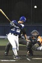 徳島対愛媛 1回、徳島1死二塁新城が中越え三塁打を放ち1-0とする=JAアグリあなんスタジアム