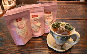 渋味がなく、すっきりした味わいの「お茶の葉香園」が販売している和紅茶