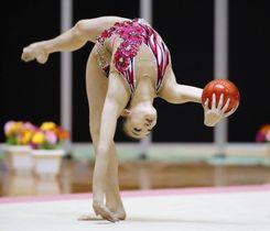 女子個人種目別 ボールで優勝した喜田純鈴=千葉ポートアリーナ