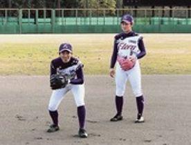 2018年シーズンからトップチームの「京都フローラ」でプレーする浅野選手(左)と星川選手=京都市内(京都フローラ提供)
