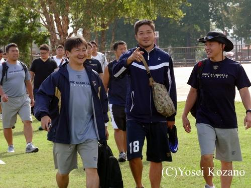 笑顔で練習場へ向かうWR木下典明=撮影:Yosei Kozano