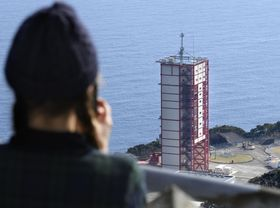 打ち上げを待つイプシロン3号機が格納された整備棟=15日午後、鹿児島県肝付町の内之浦宇宙空間観測所