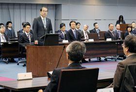 検察長官会同で訓示する稲田伸夫検事総長=20日午前、法務省