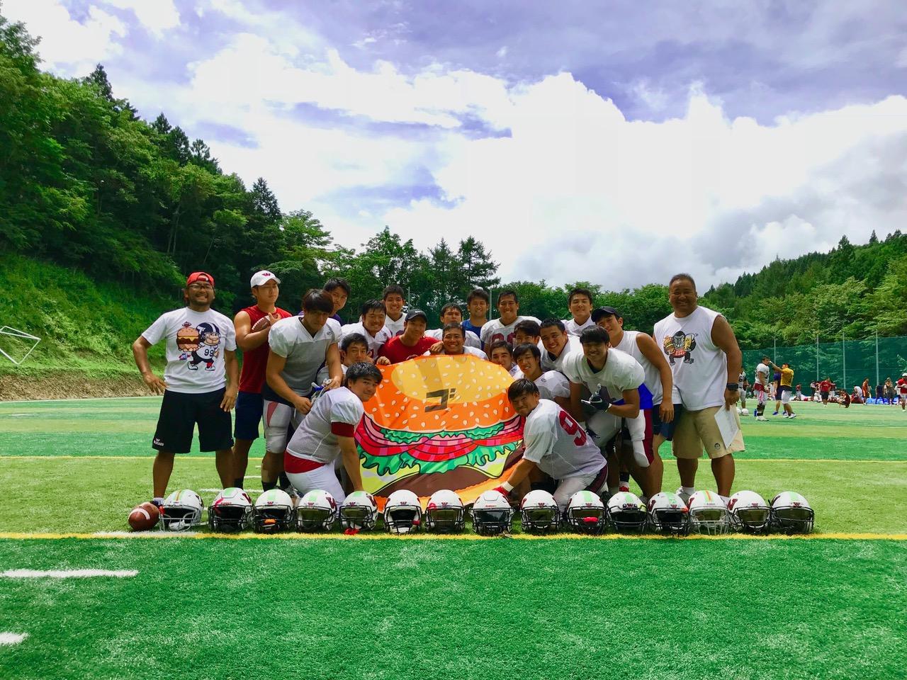 指導して3年目を迎えた早稲田大学の教え子との夏合宿での中村多聞さん(右端)