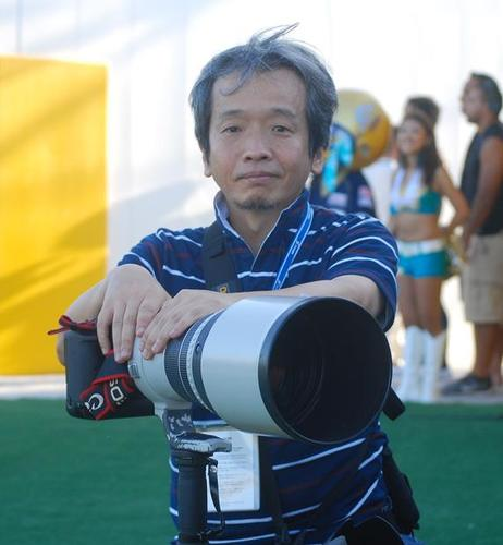 Xリーグを中心にフットボール撮影を20年以上続けている小座野さん=8月31日、川崎球場