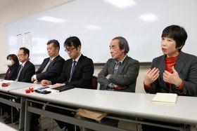 3者協議後に会見し、診定委員の公表など認定制度の透明化を求める被害者ら=福岡市内