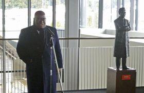 野口英世記念館で取材に応じるガーナのアクフォアド大統領=13日午後、福島県猪苗代町