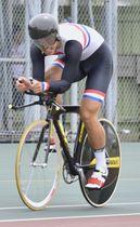 【県高校総体自転車競技男子1000メートルタイムトライアルに挑む小西晴己(三重)=四日市競輪場で】