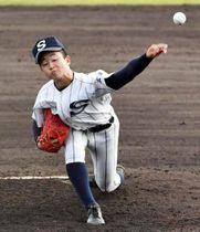 秋季中国地区大会で3完投した新庄の秋山。球数は7日間で434球に上った(10月27日、コカ・コーラスポーツパーク野球場)