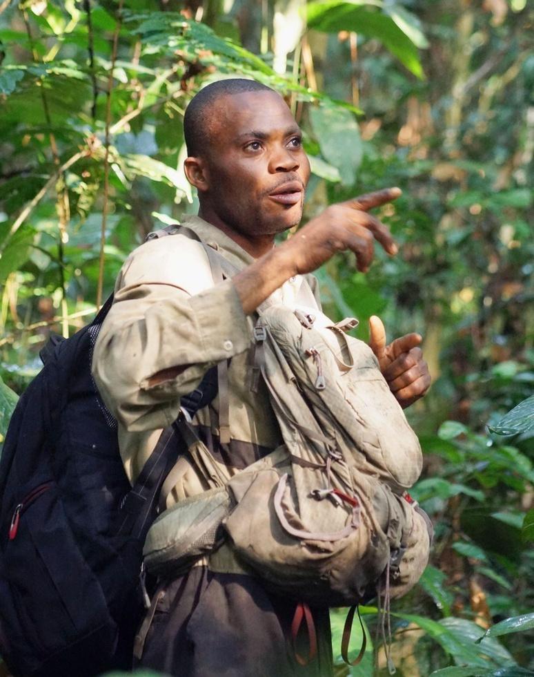 腕利きトラッカーのヨボ・マバミ。バリ地区の森で「絶滅が心配されるボノボを守り、いつの日か多くの観光客を呼び寄せられるようにしたい」と語った(撮影・井田徹治、共同)
